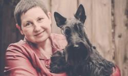 Scottie Hündin mit Züchterin